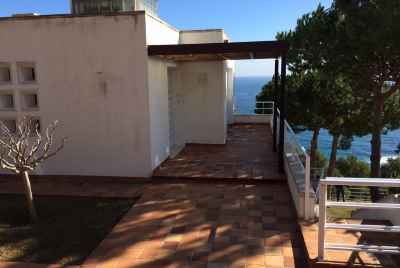 Townhouse with its own beach on Costa Brava